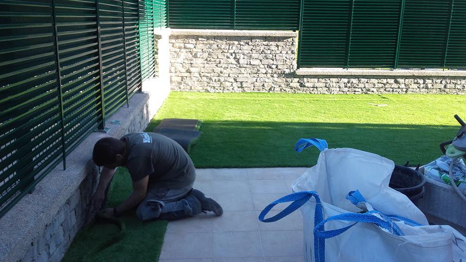 Jardin artificial oiartzun jardiner a donostia lorezaintza - Colocacion cesped artificial ...