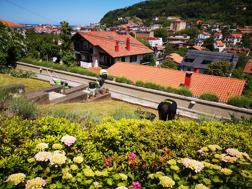 Kimaketak Ategorrietan/Limpieza y trabajos de jardineria en Donostia